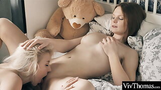 Hot teens lick coupled with suck each other's clits to the fore grinding to culminate